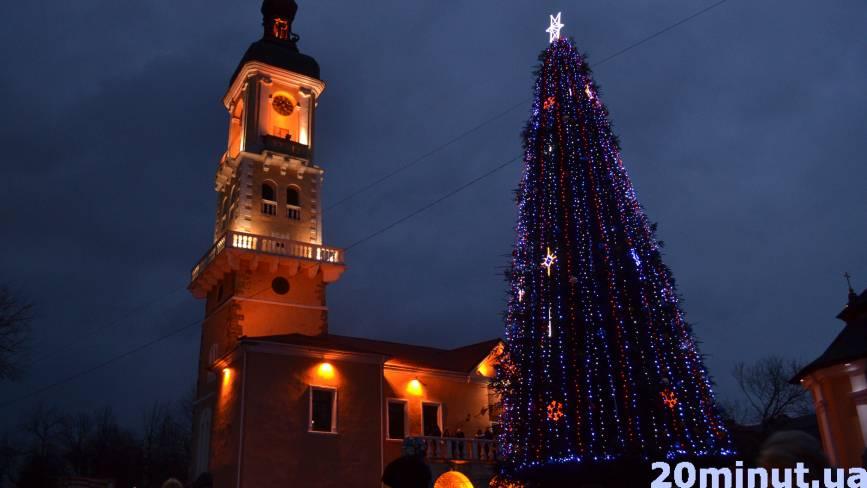 У Кам'янці - Подільському засяяла головна ялинка (ФОТО)