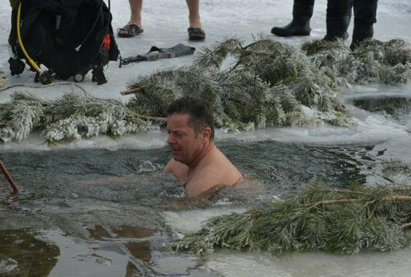 У Кам'янці канадські та українські сапери пірнали в ополонку (ФОТО)