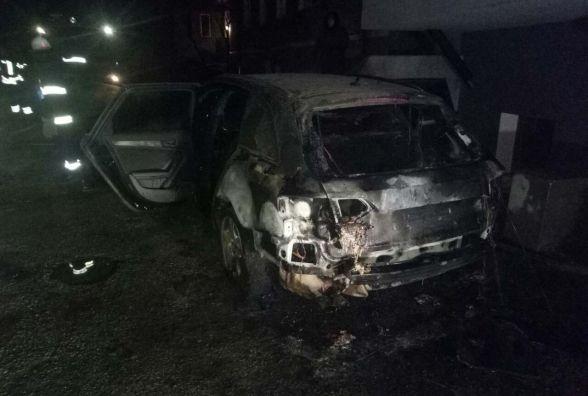 У Кам'янці вночі палав автомобіль (ФОТО)