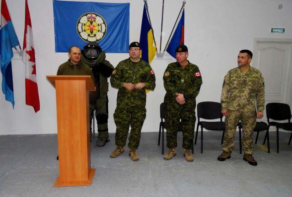 У Кам'янці сапери отримали сертифікати зразка НАТО від канадських військових