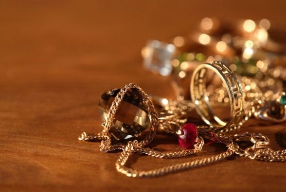 У Кам'янці злодій накрав золотих прикрас на 35 тисяч гривень