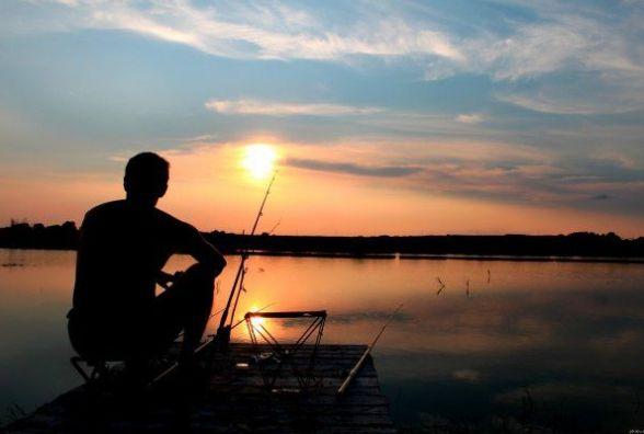 Де можна рибалити кам'янчанам, поки риба нереститься?