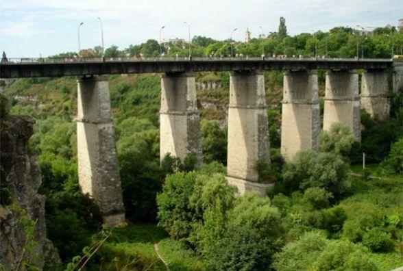 У Кам'янці чоловік хотів покінчити із життям, стрибнувши із мосту
