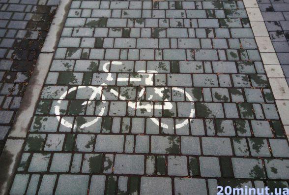 Ями, люки та 1 доріжка: чи є де в Кам'янці їздити велосипедистам? (Велокарта)