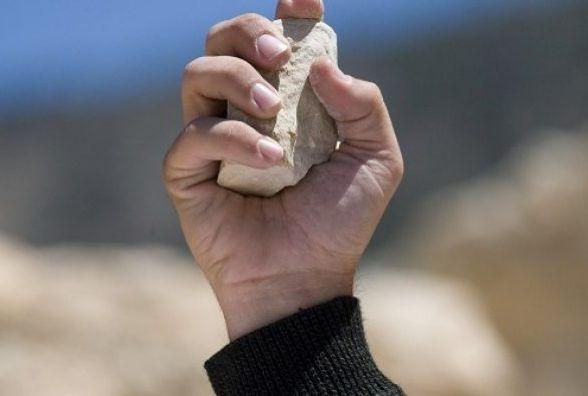 На Кам'янеччині чоловік каменем вдарив у голову пенсіонеру