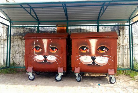 У Кам'янці на сміттєвих контейнерах намалювали котів (ФОТО)