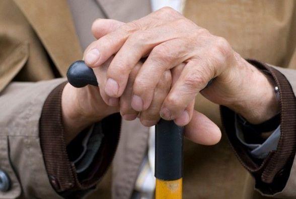 У Кам'янці серед білого дня злодій зірвав із шиї пенсіонера золотий ланцюжок