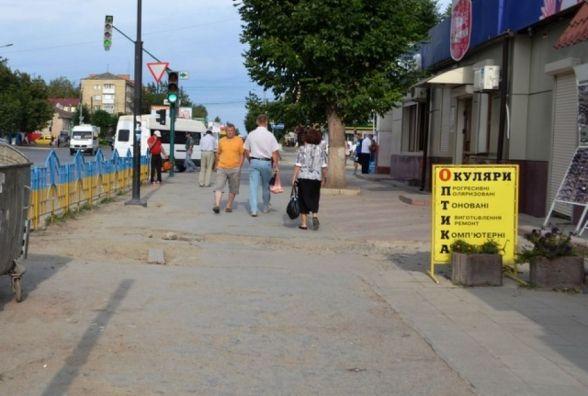100 000  гривень - на ремонт тротуару по Князів Коріатовичів