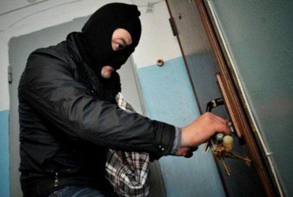 У Кам'янці обікрали квартиру на майже 15 тисяч гривень