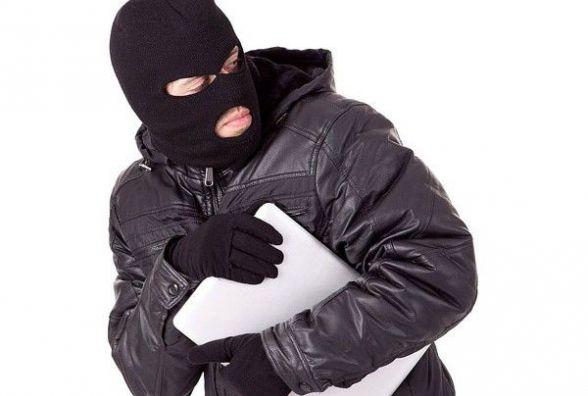 У Кам'янці з гуртожитку по Уральській злодій виніс ноутбук