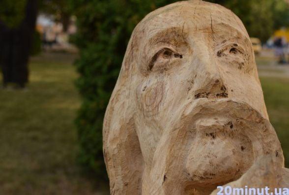 Фото дня: у Кам'янці відкрили сад скульптур