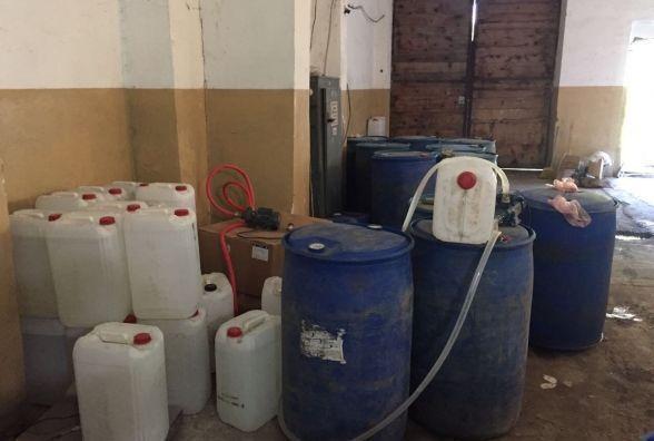 Трьом кам'янчанам, що виготовляли фальсифіковані напої, грозить до 10 років позбавлення волі