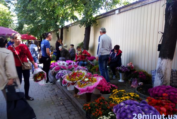 У скільки обійдеться кам'янчанину букет квітів напередодні 1 вересня?