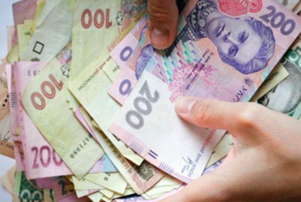 З шафи кам'янчанина злодійка вкрала 30 тисяч гривень