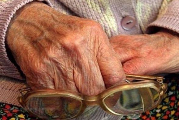 40 тисяч гривень і 1000 доларів США: на Кам'янеччині пограбували пенсіонерку
