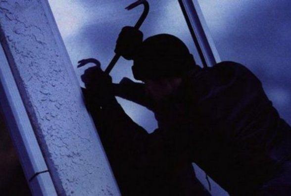 З території лікарні у Кам'янці злодій поцупив труби, метал і двигун. Сума збитку - 10 тисяч гривень
