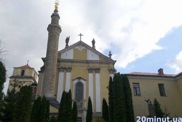 Храми Кам'янця, які слід відвідати. Петропавлівський костел
