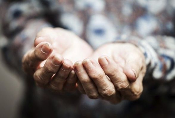Заробляла на співчутті. Мешканка Кам'янеччини видурила понад 13 тисяч гривень