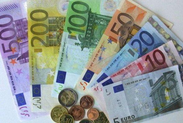 Долар - 28, євро - 33? Яким буде курс валют в перші дні нового року?