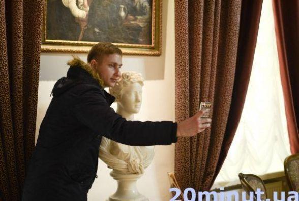 """Зроби селфі в музеї - отримай приз. """"Museum Selfie Day"""" повертається до Кам'янця"""