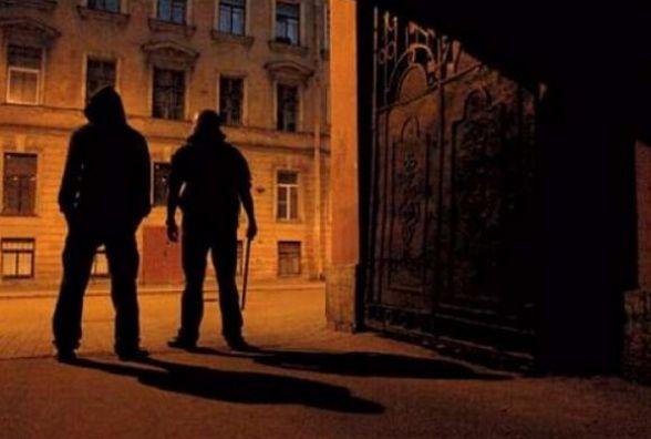 У Кам'янці по вулиці Соборній пограбували чоловіка