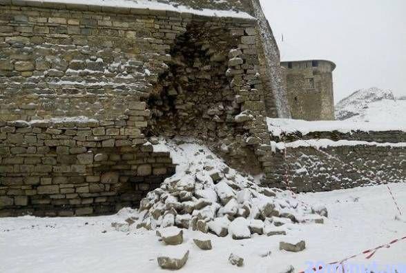 Частина стін Старої фортеці Кам'янця у аварійному стані