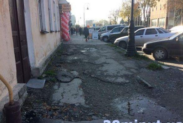У Кам'янці на ремонт тротуарів потрібно більше 44 мільйонів гривень. Цьогоріч виділили майже два мільйони