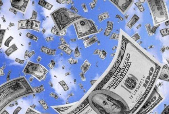 Долар та євро продовжують зростати. Курс на 27 лютого