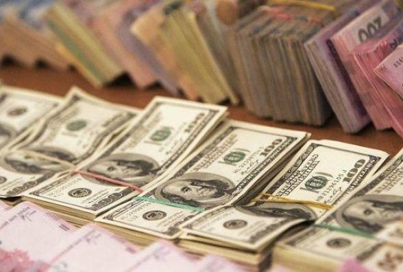 Долар і євро 2 березня суттєво знизили курс