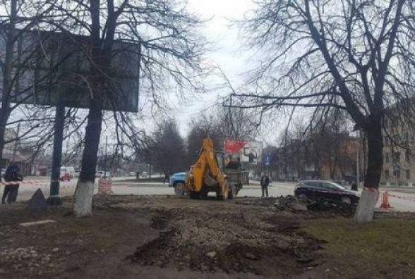 Кам'янецькі комунальники ремонтують пішохідний перехід
