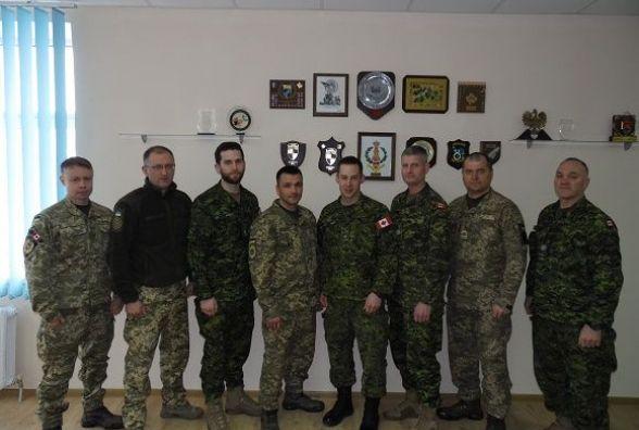 Канадські інструктори завершили навчання військових Кам'янця