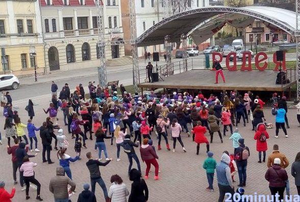 Танцювальні флешмоб та батл: як кам'янчани святкували завершення фестивалю «Радея-Dance»