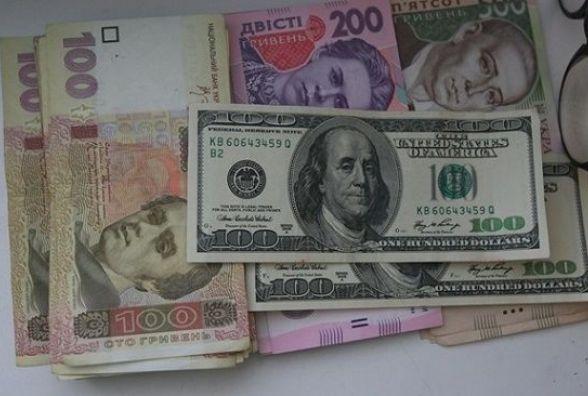 Долар та євро суттєво зросли. Курс на 4 квітня
