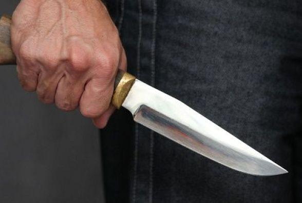 Під час пасхального застілля кам'янчанин наніс ножове поранення товаришу