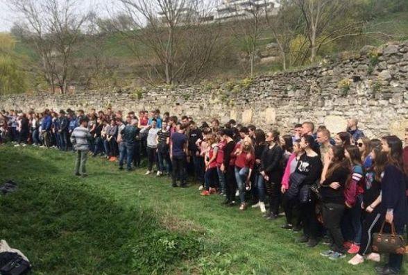 Студенти Кам'янця взяли участь в акції прибирання міста (ФОТО)