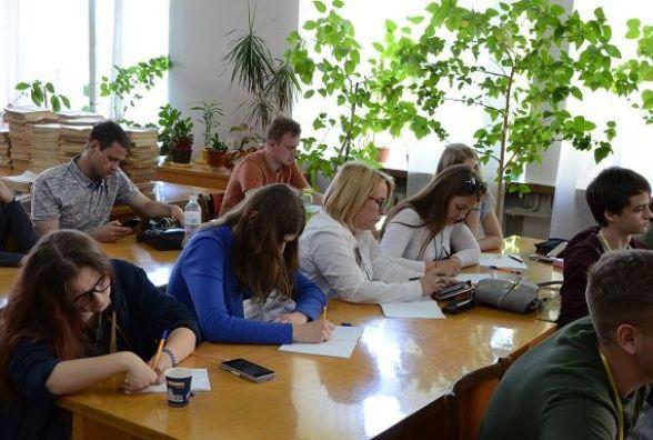 Кам'янчанки отримали призове місце у Всеукраїнському дебатному турнірі. Інтерв'ю з учасниками
