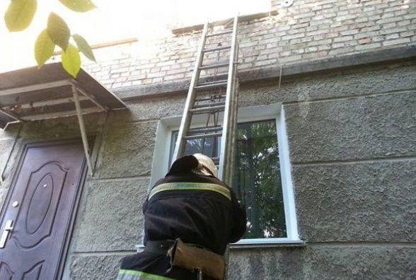 У Кам'янці-Подільському дворічний хлопчик зачинився у квартирі