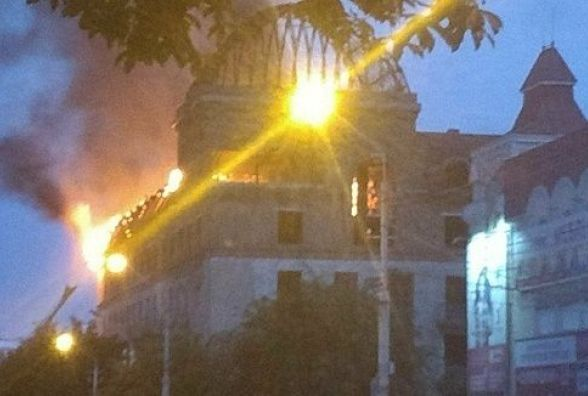 """У Кам'янці загорівся колишній готель """"Україна"""""""