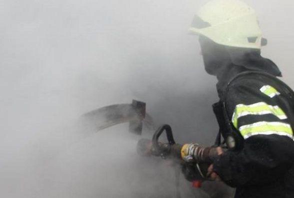 Пожежники Кам'янця врятували із палаючої будівлі 40-річного чоловіка