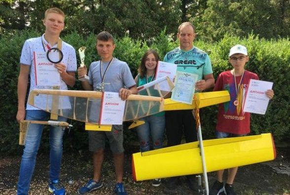 Кам'янецькі школярі перші на Всеукраїнських змаганнях із авіамодельного спорту