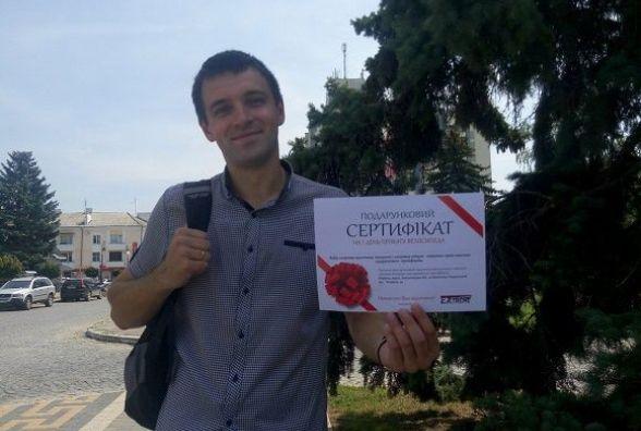 Переможець фотоконкурсу «Мій Кам'янець» отримав подарунок