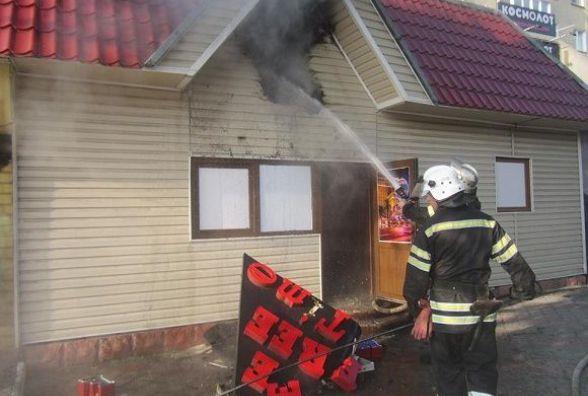 У Кам'янці по Соборній загорілася будівля (ФОТО)