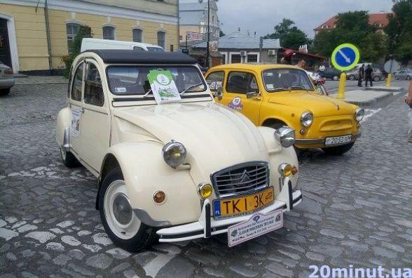 У Кам'янці відбулася виставка ретро-автомобілів (ФОТО)