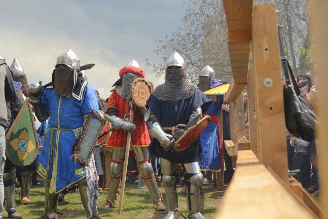 У Кам'янці б'ються лицарі та ревуть байки