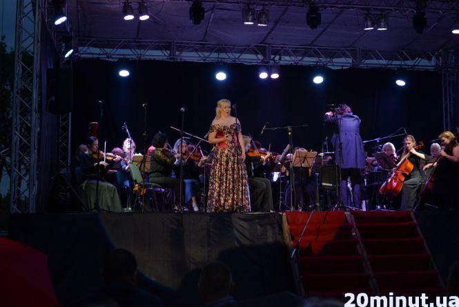 Гроза й класична музика. У Кам'янці – Подільському офіційно відкрили фестиваль «Опера в мініатюрі»