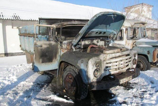 У Кам'янці поліція затримала чоловіка, який підпалив автомобіль і два приміщення (ФОТО)