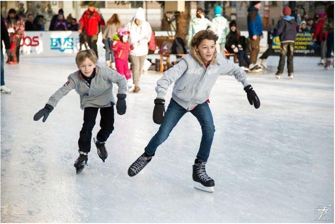 Ковзани, хокей, глінтвейн.  Кам'янчан запрошують на «Зимові забави»
