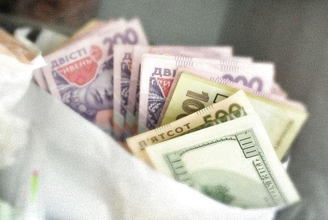 У Кам'янці чоловік пограбував свою знайому, поцупивши валюти на майже 14 тисяч гривень