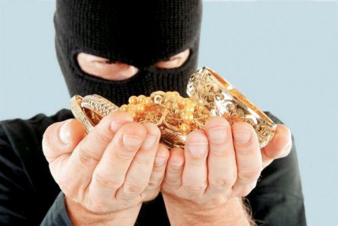 Кам'янчанин пограбував свого товариша. Із квартири друга викрав золота на 7, 5 тисяч гривень