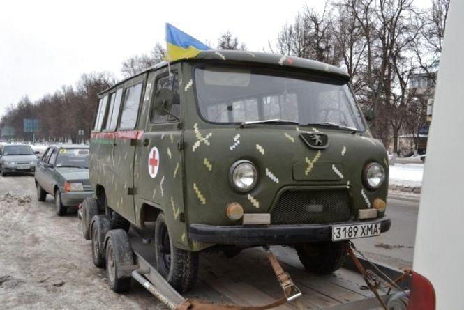 Кам'янецькі волонтери везуть допомогу українським бійцям на Схід